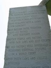 Georgia Guidestones - pomnik, na którym wyryto, że ludność Ziemi będzie liczyła 500 mln...